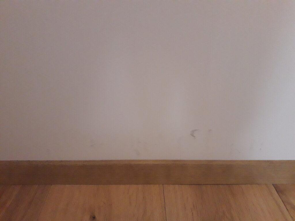 neato vigastused seinal